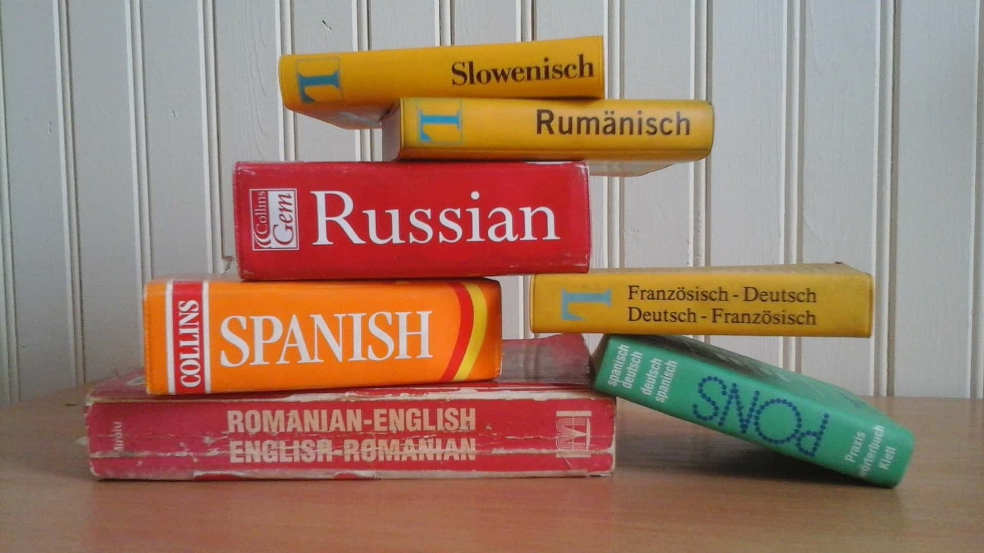 correct-translations-choose-best-translation-company-for-you-colorful-dictionaries
