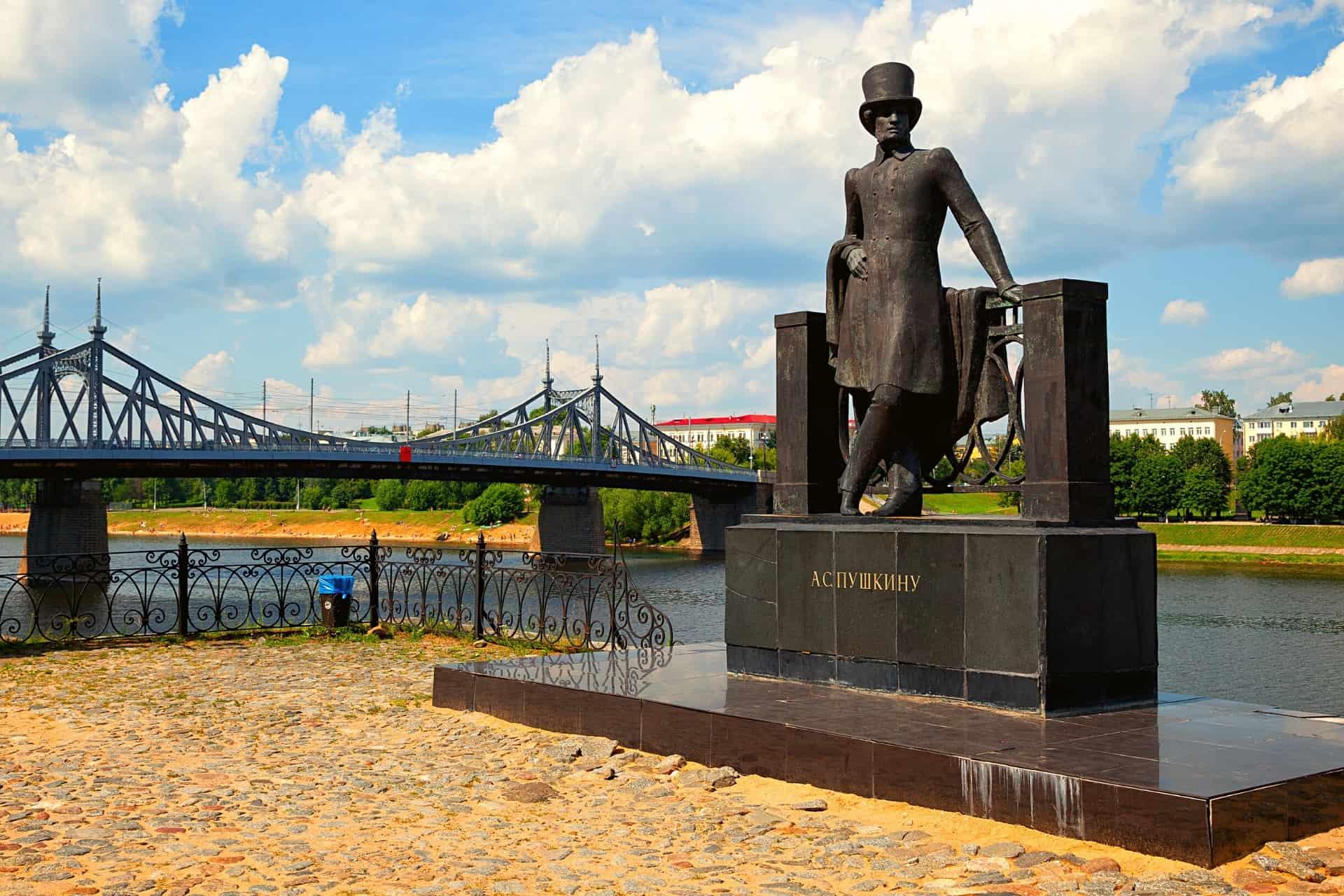 statue-alexander-pushkin-tvar-russia-AFLS-400Languages